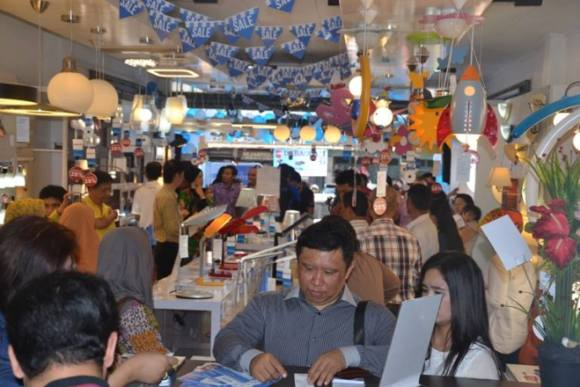 Suasana Philips Home Lighting Store Banceuy_01