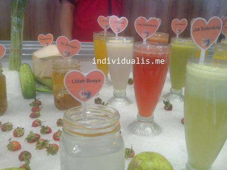 banyak-pilihan-aneka-minuman-dingin-dan-segar-di-Bebek-Kaleyo-Tempat-Makan-Enak-dan-Murah