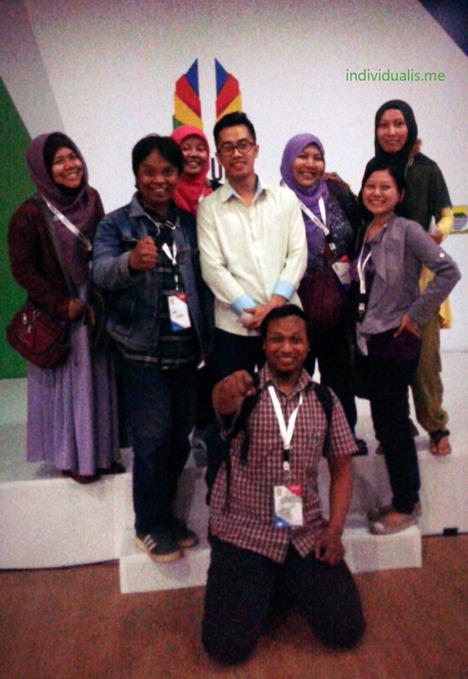 Blogger Bdg Foto Bareng Dennis Adhiswara