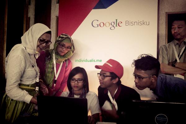 Nampak antusias peserta mendaftar di Google Bisnisku agar usahanya ditemukan dengan mudah, takterkecuali mochamad Takdis - owner Whatever Backpacker.