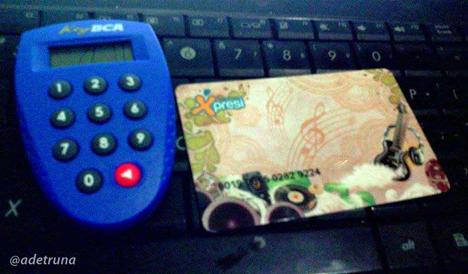 kartu tabungan Xpresi dan token BCA untuk transaksi inet banking, Rumah Herbal Soreang