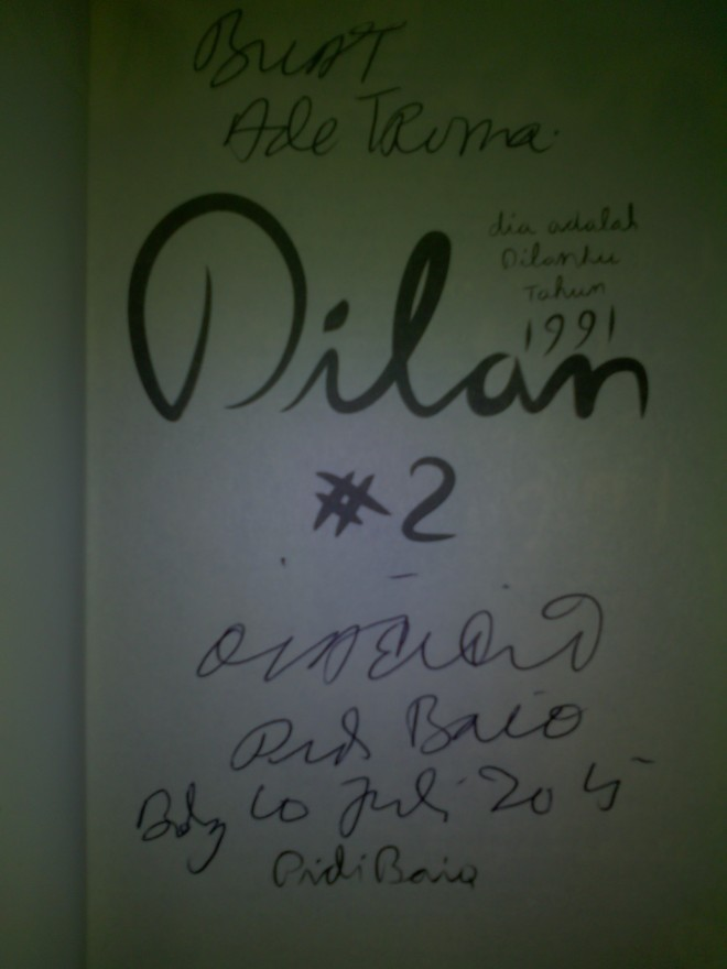 Book signing Dilan #2 untuk Ade Truna dari Pidi baiq pada 10 Juli 2015