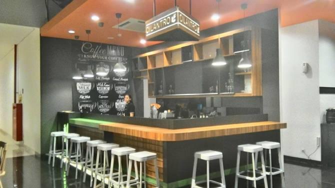 Bar tempat hangout di Cilantro Coffee n Resto Metro Indah Mall