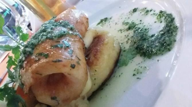 Grill Fish with Pesto Cilantro makanan ini terdiri kentang yang dihaluskan alias mash potato ditumpuk dengan ikan fillet dori.