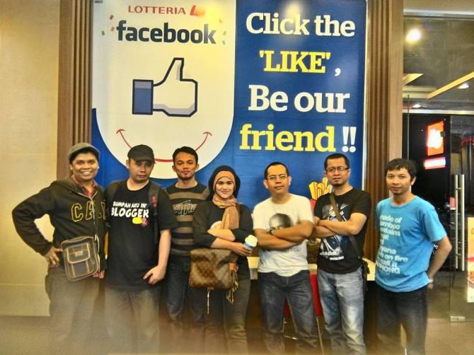 Balik lagi ke dalam salah satu space di Lotteria Burangrang buat foto bersama #BloggerBDG (foto : Asep Hakim)