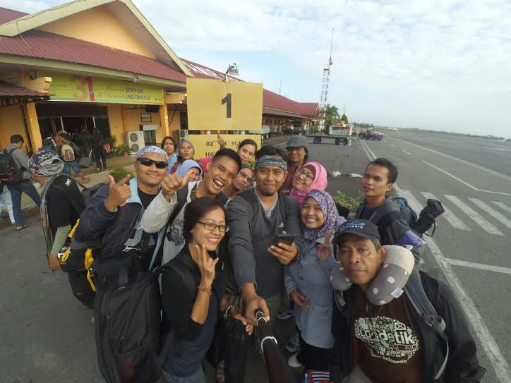 #KelasBlogger Berfoto bersama di Bandara Depati Amir PKG #PesonaPangkalpinang [Foto: Kang Arul]