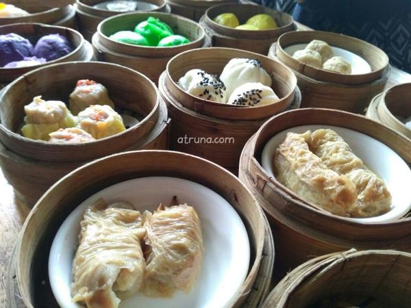 Aneka Dimsum dan Bakpao Choie Bandung jumahnya ada 24 varian rasa.
