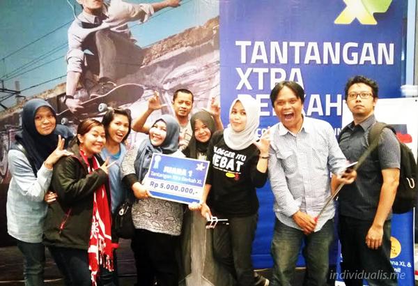 foto bareng bandung blogger dengan pemenang yaitu tim Uplek