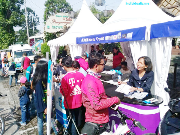 booth buka rekening BCA di Car Free Day Dago