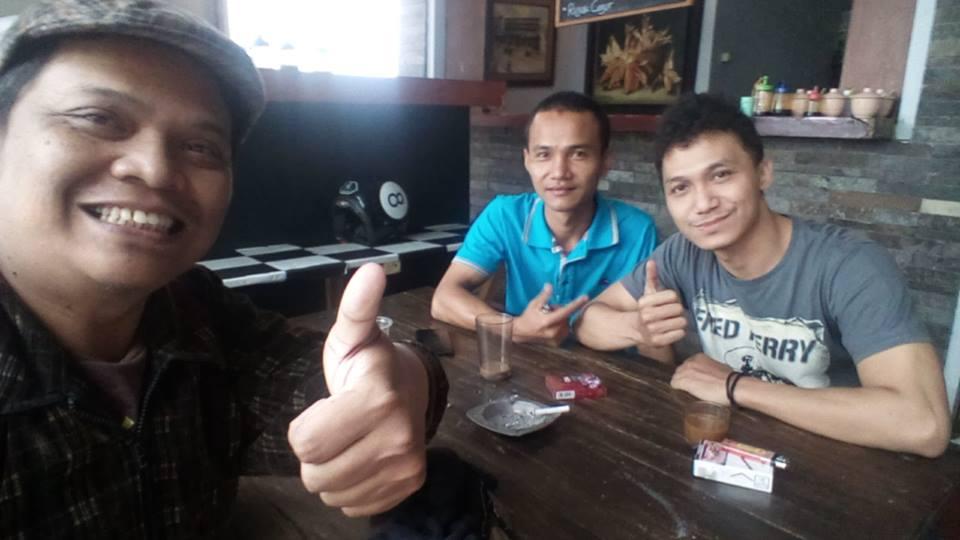 Saya adetruna dengan Baha (baju biru) dan Faizal dari Tomyam Kelapa Bandung
