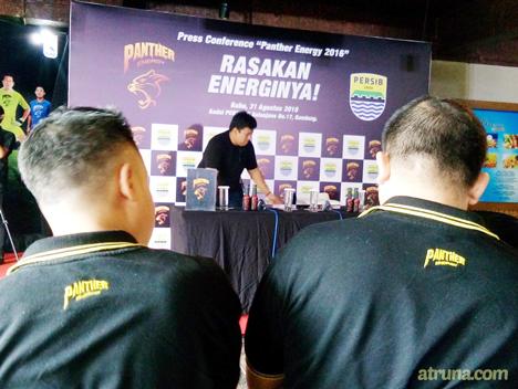 pemandangan persiapan press conference Panther Energy Persib 2016