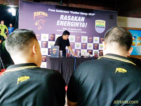 pemandangan persiapan press conference Panther Energy Persib 2016